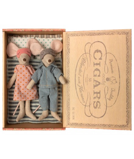 Mouse Mum & Dad in Cigarbox